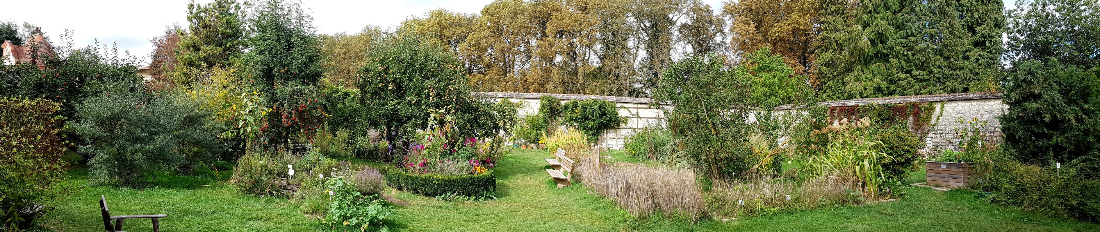 Panorama des  Kräutergarten im Kloster von Inzigkofen